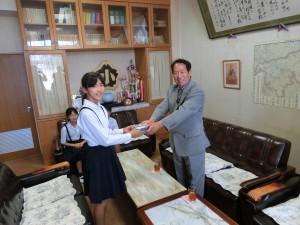 桜田小学校寄贈式1
